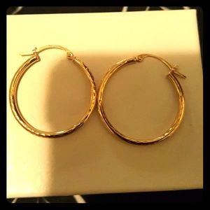 Beautiful 14 kt solid yellow gold earrings